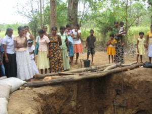 THELULLA JANAPODAYA PEOPLE BY WELL SITE